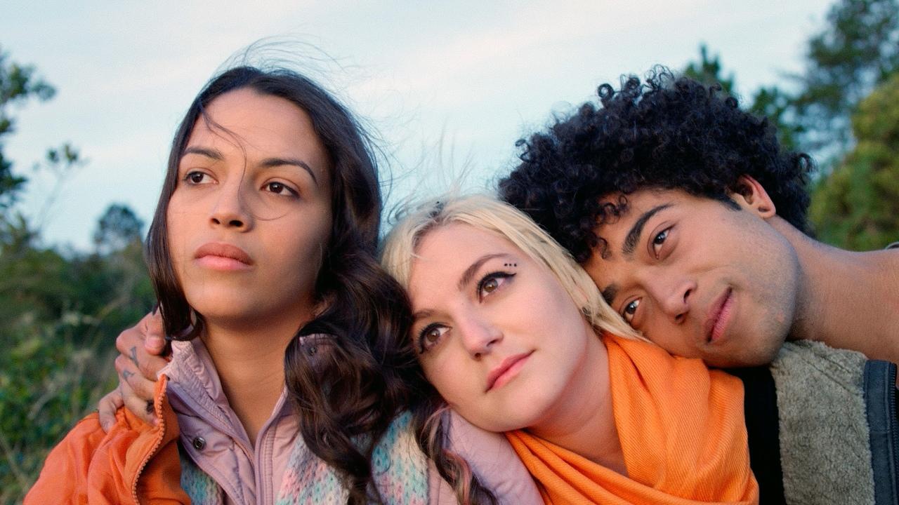 Alice Júnior (Anne Mota), Taísa (Surya Amitrano) e Bruno (Matheus Moura) em 'Alice Júnior' (2019)
