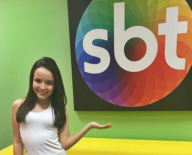 40d3f66dd04a0 Larissa Manoela renova contrato com SBT   Contigo!