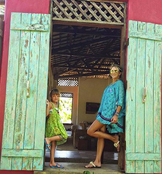 Ticiane Pinheiro curte férias ao lado da filha, Rafaella