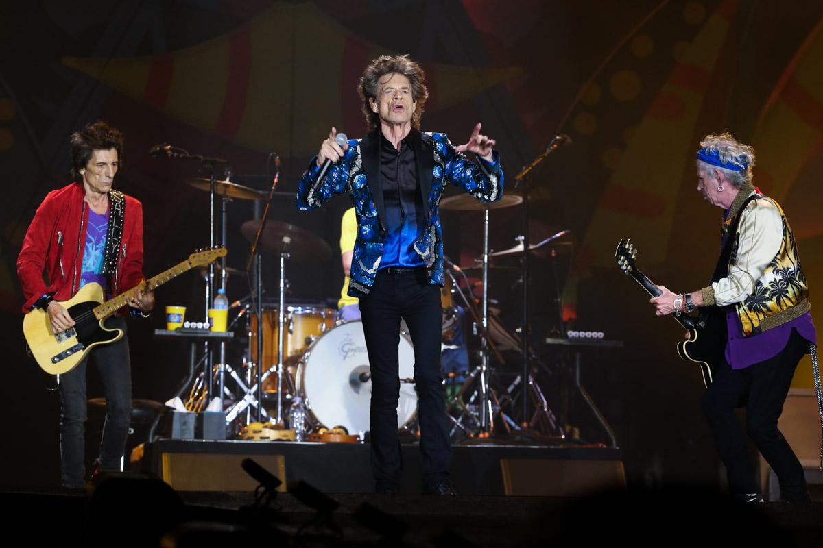 Mais de 65 mil pessoas, entre eles várias celebridades, acompanharam a apresentação com muito entusiasmo. Rolou até um 'Beijinho no Ombro' de Mick Jagger