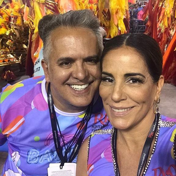 Glória Pires e Sheron Menezzes festejam o título da Portela
