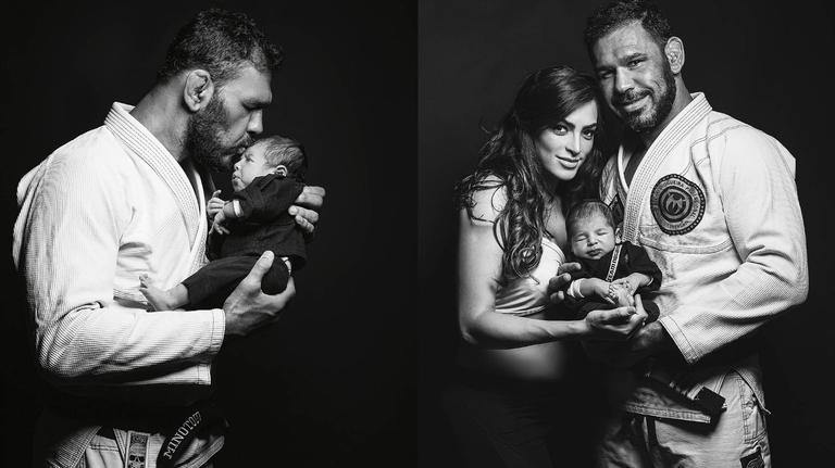 Em ensaio temático, lutador de UFC comemora o nascimento de Roger, primeiro filho de seu casamento com Aline Nogueira. Pai de Valentina, 7 anos, ele garante que o herdeiro será faixa preta, sim!