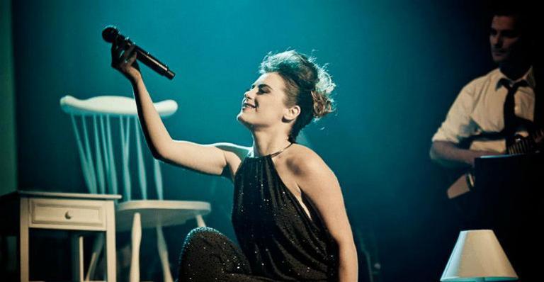 Alessandra Maestrini comemora 20 anos de carreira no palco