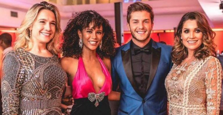 As estrelas participaram de um jantar de gala que arrecadou fundos para projetos sociais em Minas Gerais