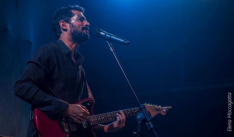 Vídeo foi feito durante o show do lançamento do EP Purpurina no Saara, Rio de Janeiro