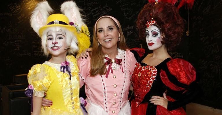 Heloísa Périssé estreia peça com as filhas no Rio de Janeiro