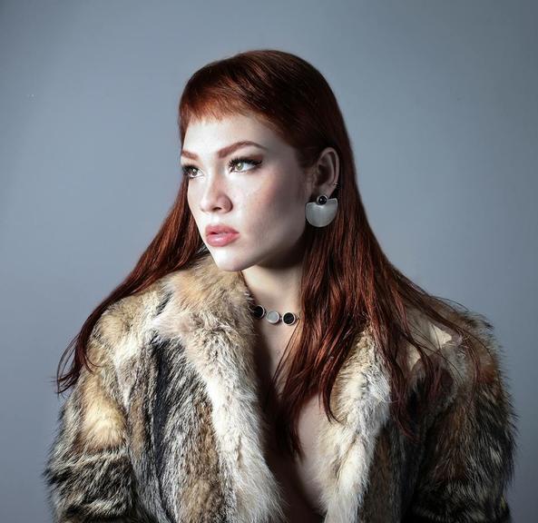 Ex- The Voice Brasil, Jade Beraldo lança seu primeiro single, Brasa