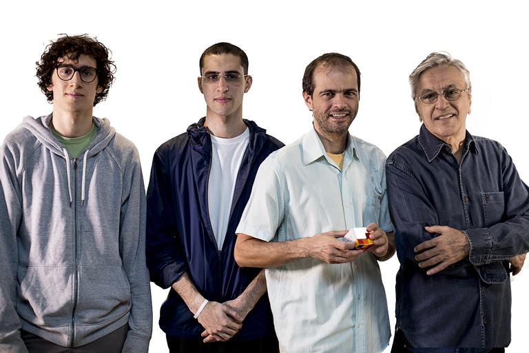 Caetano Veloso faz shows em família