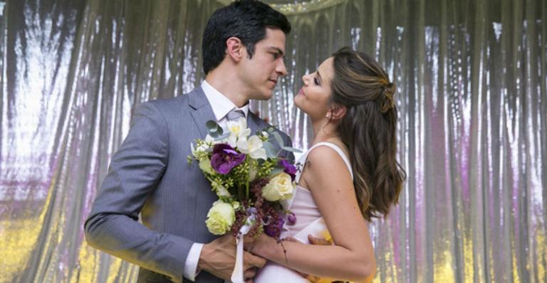 Veja o vestido de noiva de Luiza (Camila Queiroz) para casamento em 'Pega Pega'