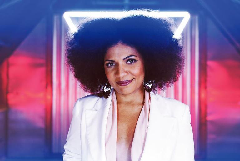 Luciana Oliveira lança novo álbum Deusa do Rio Níger