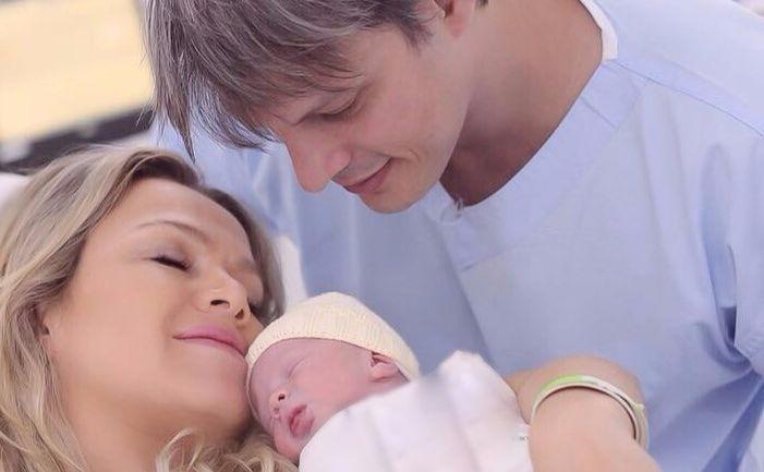 Eliana com o noivo, Adriano Ricco, e a filha, Manuela