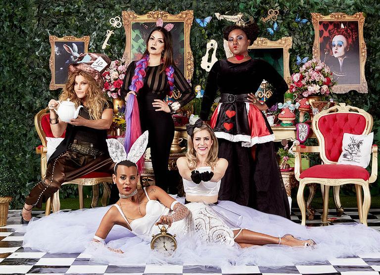 Há 12 anos longe dos palcos, as meninas do Rouge acertam suas diferenças e voltam à ativa, mais maduras e preparadas, para encarar a nova turnê do grupo que passará pelas principais capitais do Brasil em 2018
