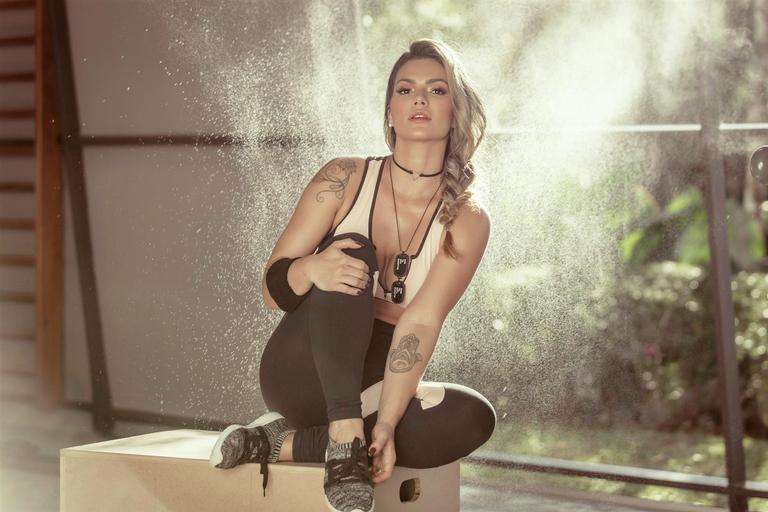 Kelly Key posa para marca fitness
