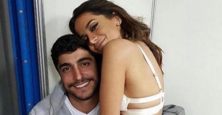 Anitta assina contrato de união estável com Thiago Magalhães