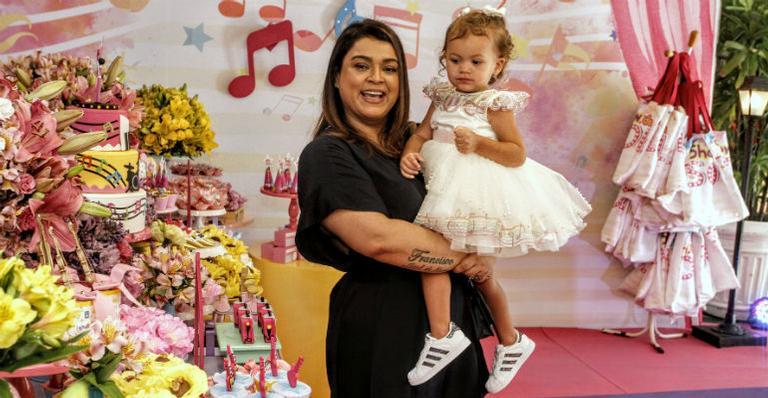 Preta Gil comemora o aniversário de 2 anos da neta, Sol de Maria