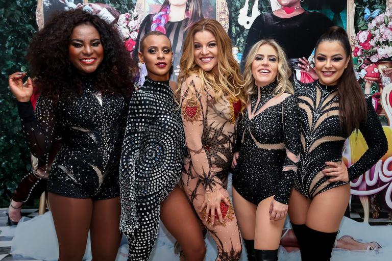 Atraindo milhares de fãs, Karin Hils, Aline Wirley, Fantine Tho, Luciana Andrade e Li Martins relembraram os sucessos que marcaram época, no sábado (25)