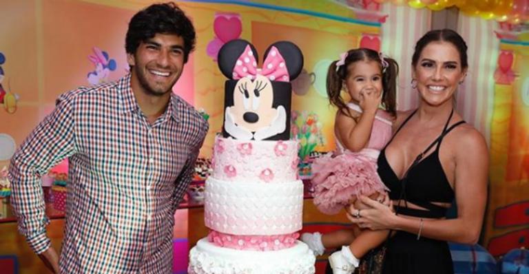 Deborah Secco comemora o aniversário de 2 anos da filha