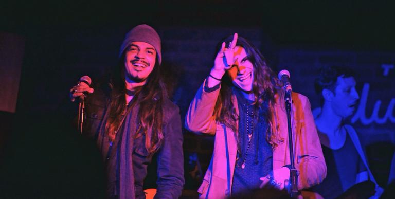 Em Londres, dupla MadHouse sobe ao palco do pub que Amy Winehouse se apresentava