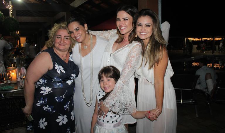 Suzy Rêgo, Natallia Rodrigues e outros famosos comemoram 2018 em Guararema