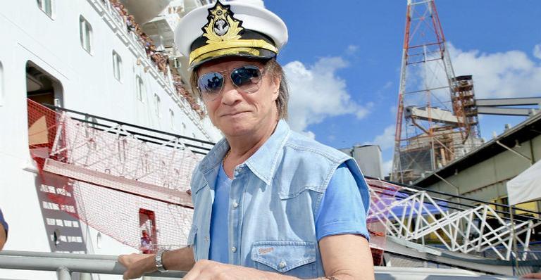 Roberto Carlos embarca no projeto Emoções