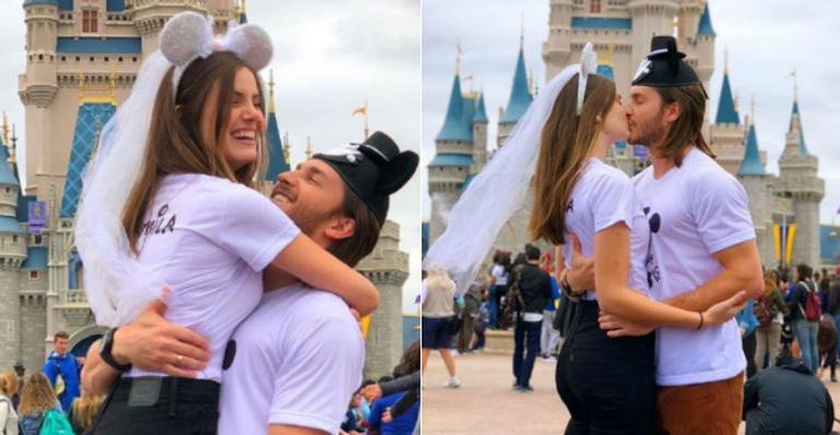Camila Queiroz e Klebber Toledo na Disney