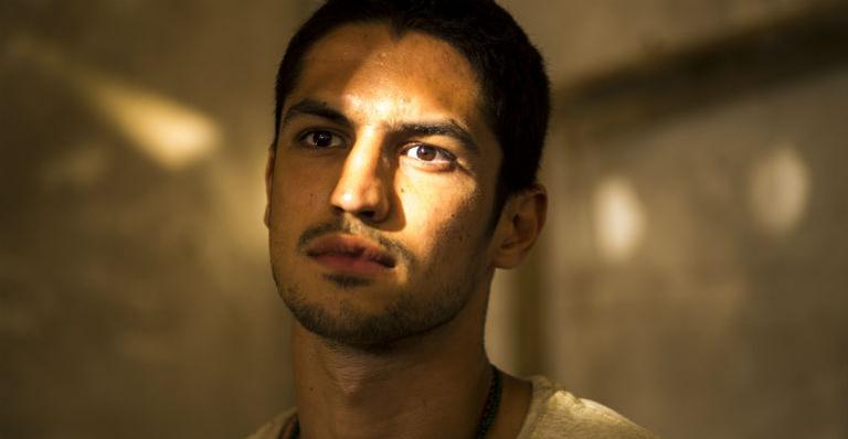 Gabriel Leone na pele de Hermano
