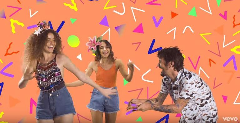 Anavitória lança clipe da canção Clareiamô, com a participação do cantor Saulo Fernandes e direção de Manu Gavassi