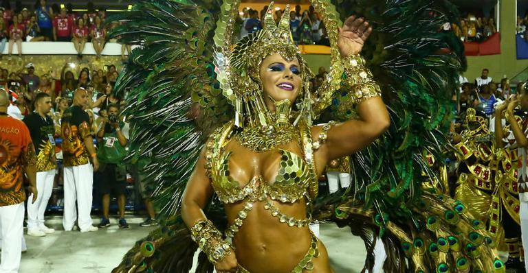 Viviane Araújo desfila como rainha egípcia na Sapucaí