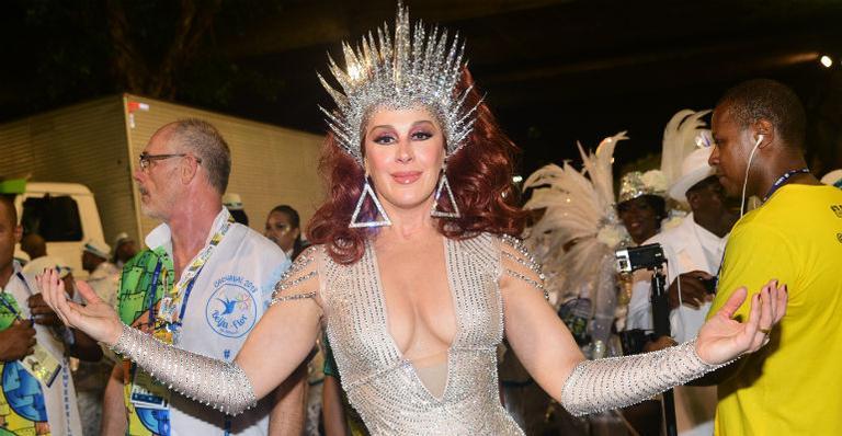 Claudia Raia comemora título da Beija-Flor: