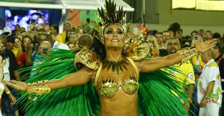 Após desfilar como rainha de bateria, Juliana Paes lamenta rebaixamento da Grande Rio