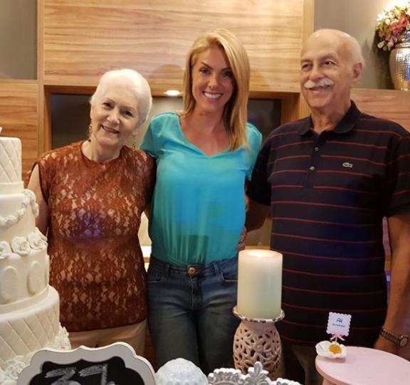 Ana Hickmann ganha festa surpresa no aniversário de 37 anos   Contigo! fc2da5d606