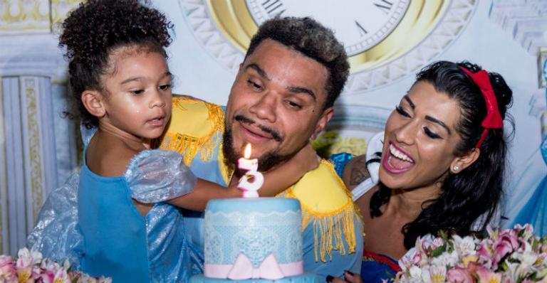 Naldo Benny e Ellen Cardoso comemoram o aniversário da filha