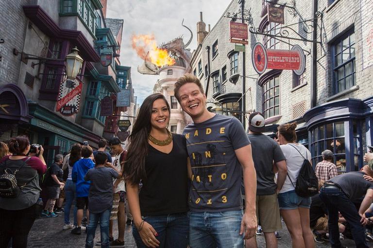 O casal se divertiu com os filhos Melinda e Teodoro no mundo de Harry Potter