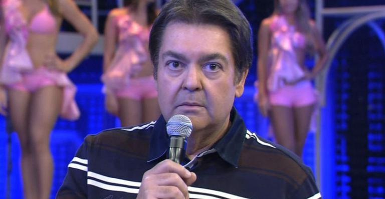 Faustão quebra protocolo e critica vinheta de fim de ano da Globo