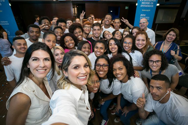 Flávia Alessandra participa de evento beneficente