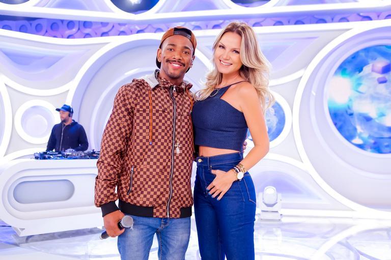 Nego do Borel esclarece polêmicas sobre namoro no 'programa Eliana'