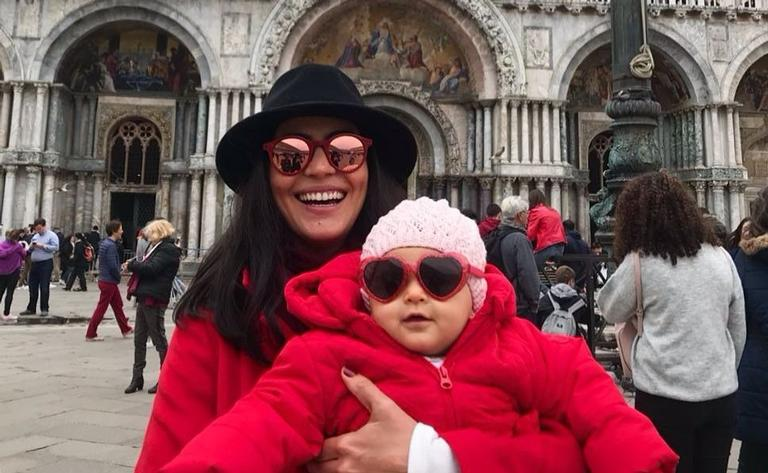 Carol Castro e a filha, Nina, em Veneza