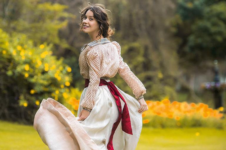 A atriz, que interpreta Elisabeta em Orgulho e Paixão, se identifica e muito com as atitudes de sua personagem na trama e brinca que é quase um manifesto feminista