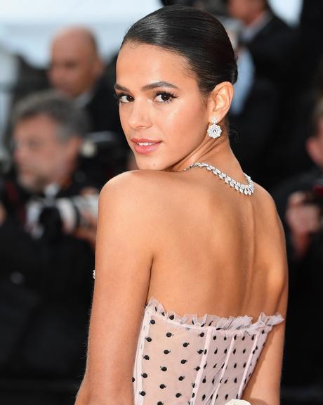 Bruna Marquezine arrasa nos looks, durante Festival de Cannes