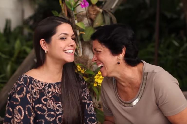 Mãe de Thais Fersoza comete gafe em vídeo ao lado da filha e cai na gargalhada