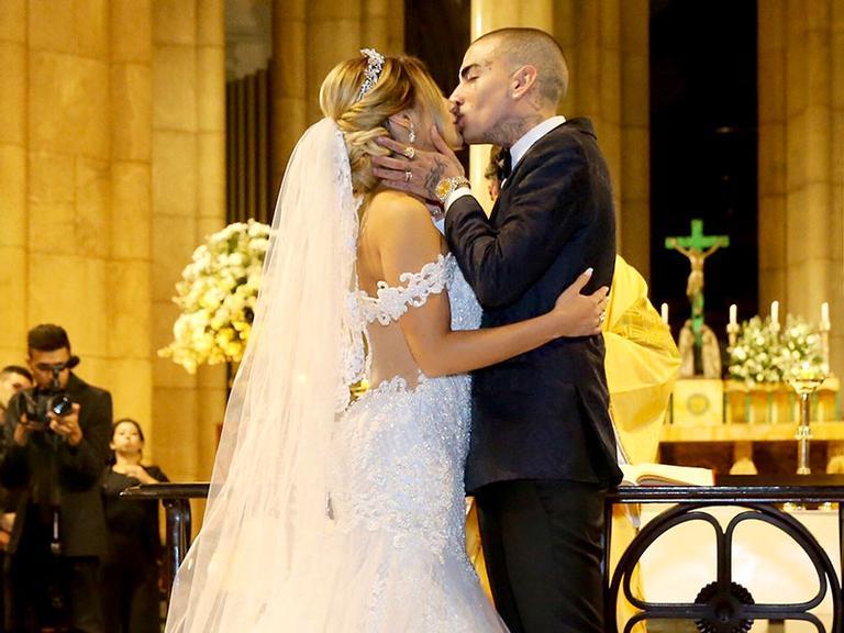 Com luxo, Lexa e MC Guimê se casam na Catedral da Sé