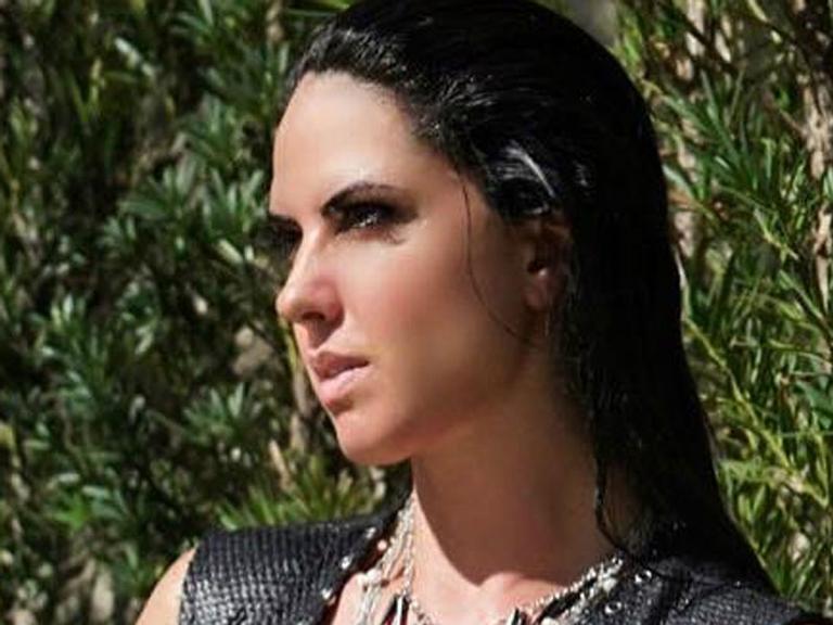 Graciele Lacerda posa seminua e ganha elogio de Zezé di Camargo