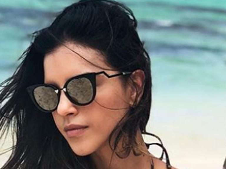 Mariana Rios posa para ensaio e aparece magérrima