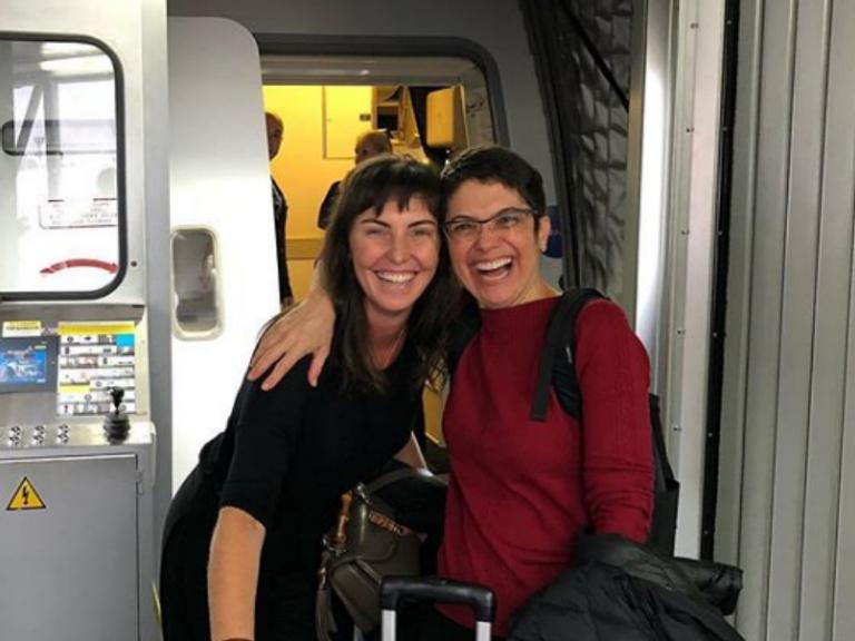 Sandra Annenberg e Glenda Kozlowski embarcam juntas para cobertura da Copa