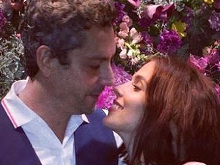 Grávida? Esposa de Alexandre Nero exibe barriguinha suspeita