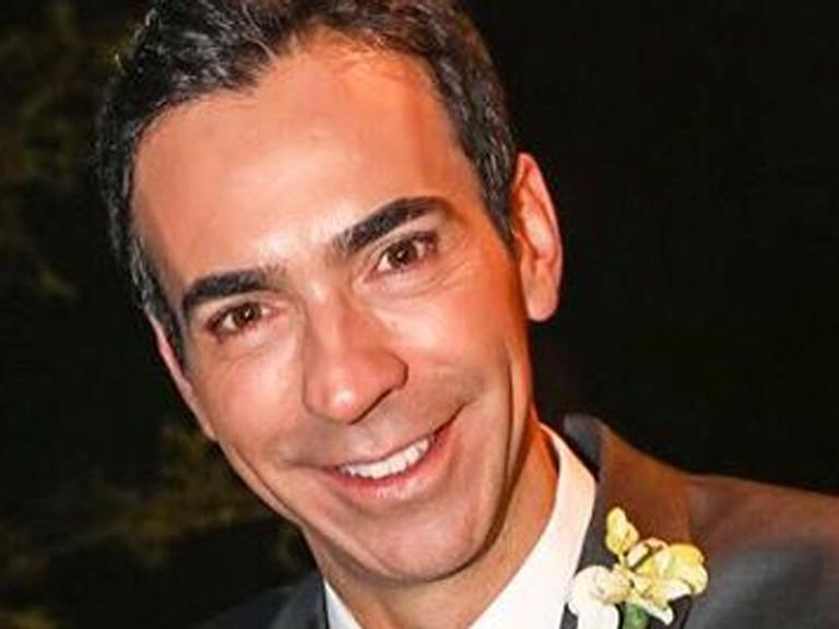 Após perder a irmã, César Tralli presta homenagem