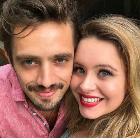 Mariana Bridi compartilha clique amamentando pequeno Valentim