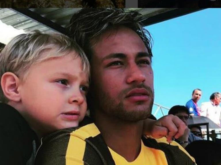 Neymar encanta seguidores com ensaio fotográfico do filho