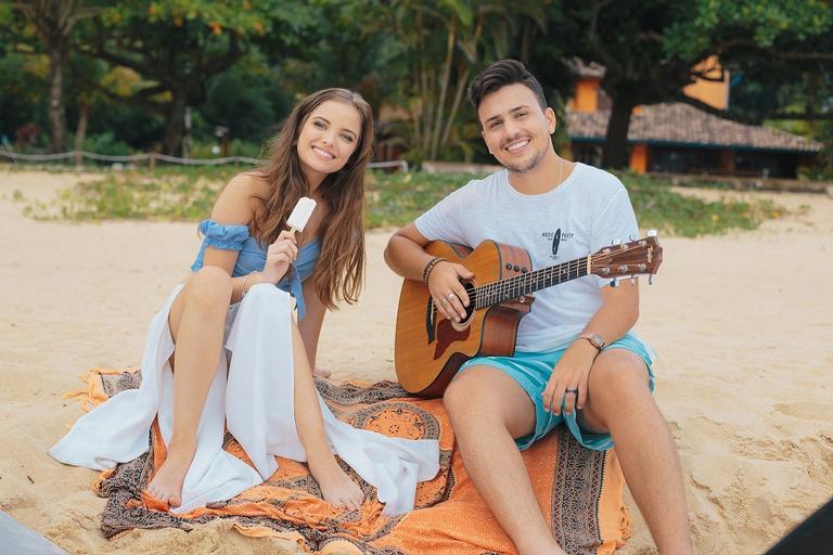 Pedro Thomé conquista Giovanna Chaves em novo clipe