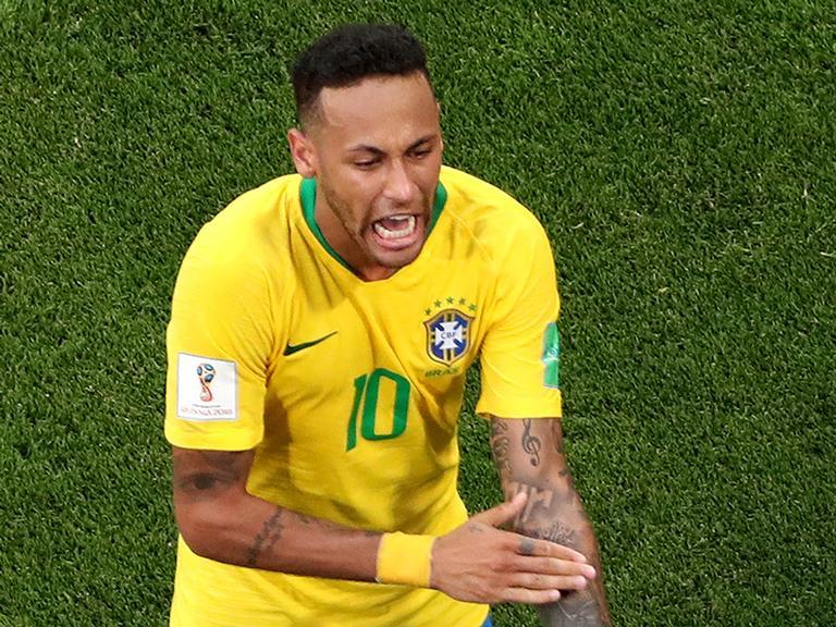 Trio de 'parças' do Neymar posam após vitória do Brasil